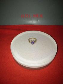 少见的天然蓝宝石戒指