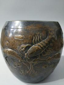 海外回流老黄铜龙虾图聚财缸一件,此件藏品皮壳老辣,包浆醇厚,造型生动,品像极好。