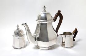 意大利20世纪中期800纯银咖啡壶三件套 尺寸:壶高22.5CM 银标年代:1940-1960 重量:1298克 74101#