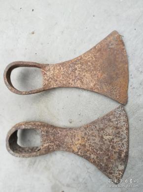 农具;铁锄头2个