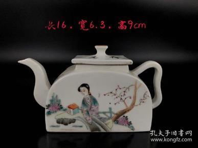 【清末同治年制浅绛彩人物花鸟比茶壶】此壶绘画生动,将中国画中的绘画表现手法展现在瓷器上,文化气息浓郁。保存相当完美,品相尺寸如图