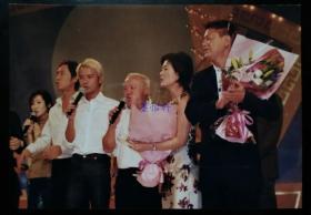 2002年国庆香港部分明星慰问驻港部队演出照片(五帧)