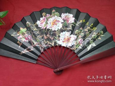 《国色天香牡丹图》黑锦布漆红竹折扇
