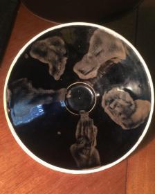 宋金茶盏----金代(南宋)磁州窑系外白釉里乌金釉铁锈斑茶盏( 胎体轻薄、釉水莹亮)