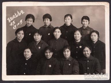 文革老照片,【革命青年、志在四方】,佩戴毛主席像章的青年