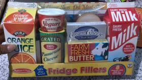 盒装  Let's Play House! 8 Piece Fridge Filler Set, Kids Play Kitchen Set  我们一起玩吧! 8件冰箱填充套装,儿童游戏厨具套装