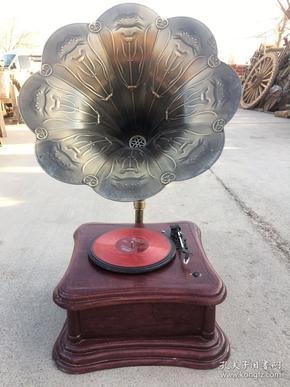 仿古留声机   (可插u盘)   造型优美   声音嘹亮