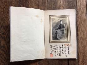 老照片(带卡纸,照片尺寸6.5X9.5,1935年,落款:梅隐庐主人赠,有钤印: 萧庭章)