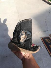 服装鞋帽类;老鞋一只旧社会老太太穿过的黑色金莲。