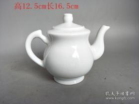 明代单色白瓷壶