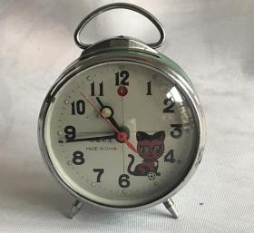 金鸡老闹钟机械马蹄表金属机芯小猫咪眼睛会动正常走时