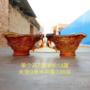 乾隆年制精品琥珀高浮雕爵杯摆件,雕工精致,包浆厚重,用料上品,磨损自然,品相完整,成色如图