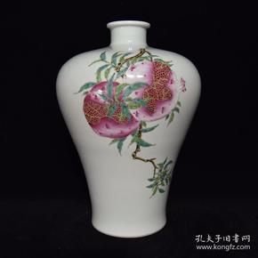 清雍正粉彩三果纹梅瓶,28×17,