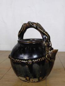 提梁壶器型美观釉色漂亮,品相完好收藏摆设佳品……