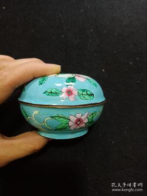 民国 彩珐琅 胭脂盒一个,直径约7.5厘米 .