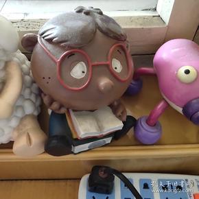 小博士存钱罐,好像是陶土