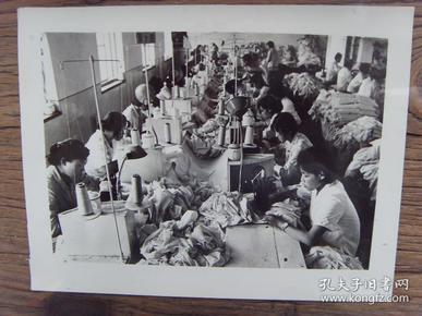 老照片:【※ 1982年,山东威海市大力发展集体所有制企业,已成为一座没有待业人员的城市 ※】
