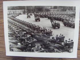 老照片:【※ 1982年,江西手扶拖拉机厂,生产的优质手扶拖拉机 ※】