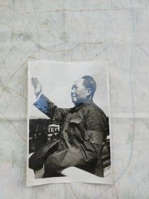 毛主席带红卫兵袖标挥手照片