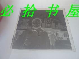 老底片  老沈阳火车站前美女留影