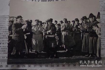 刘少奇1961年视察内蒙古,吴印咸摄