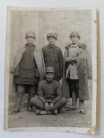革命文物解放区照片1943年、1947年抗日英雄王新亭李土生等照片四张