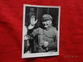 文革老照片(毛主席在天安门城楼上)[北京红日照相馆印制 7*10厘米]