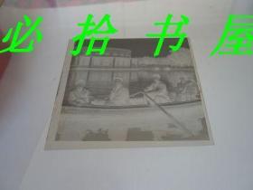 老底片 万泉公园水上舞厅一家五口美女梳大辫子划船留影