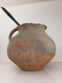 红陶罐(文革时期,赌博网:农村大搞农田基本建设时,出土的齐家文化红陶罐)