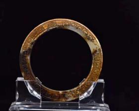 和田玉镯规格:7.9×7.9×0.9,内径5.8厘米重量:52克