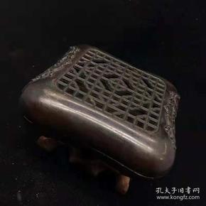 乡下收到的铜香炉保存完整尺寸:宽约:93mm高约:39mm重量:716.5g