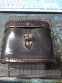 民国牛皮包铜望远镜+牛皮包装盒,品好包老,存于楼下瓷器架七*南