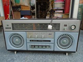 PAND  熊猫 B-624 老收音机(品好,可以正常播放,尺寸:长宽高为58*24*29厘米。此款收音机非常少见。详见书影)