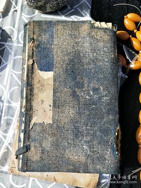 包老包真线装书,咸丰七年【花样一新】一套四本全,第一本及外壳有鼠咬,后三本品相好!看图。