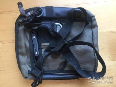 男士女士休闲单肩斜挎包运动潮流旅行背包 手机零钱包 (BMPC定制)