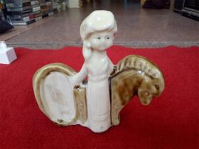 怀旧收藏 八十年代摆件陶瓷摆件 少数民族少女与马 造型生动