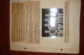 1956年四月1日七单位游泳对抗赛在北京体育馆游泳馆举行,比赛打破了九项全国纪录,包括女子100公尺仰泳和蛙泳,二百公尺蛙泳和四百公尺自由泳接力,男子一百公尺自由泳和蛙泳,二百公尺自由泳和蝶泳,一千五百公尺自由泳。女子四百公尺自由泳第一名的上海市代表队:戴丽华,傅翠美,郑玮,赵溱 照片