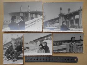 老照片【文革,美女在南京长江大桥,5张】有大辫子