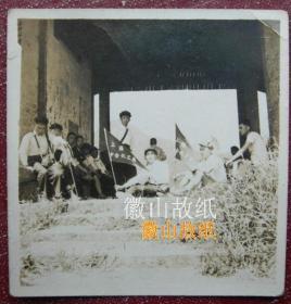 民国老照片:上海中合化工厂(1945年,章奉冈创办,1955年公私合营更名上海塑料厂。厂址:上海武夷路311弄35号,1970年,国内首家生产注射型粉状酚醛塑料,即胶木粉)《陌上》