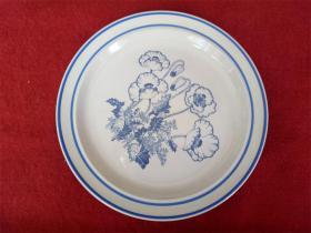 怀旧收藏 八十年代陶瓷盘子 素蓝花朵图案 直径25.5cm高2.5cm