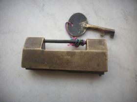 清代-带款的【机关铜锁】一把完整,9厘米3.7厘米