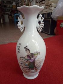 怀旧收藏 陶瓷瓶子 麻姑献寿图案 景德镇制 高21cm最大直径8.5cm