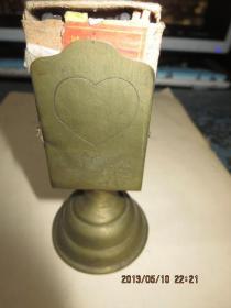 民国铜制火柴插一只,上面有刻花,  存于楼下瓷器架一*中