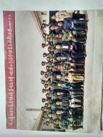 照片,毛主席的卫士长李银桥等同志与羊口边防工作站全体官兵合影留念