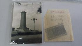 1960年8月,摄影家董青在北京参加文联三代会期间拍摄的人民英雄纪念碑底片+2002冲洗片