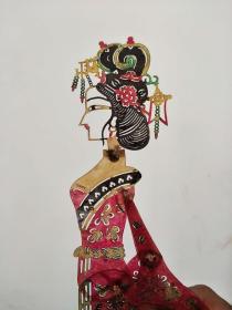 五六十年代皮影,手工驴皮制做,保存完好高度30厘米左右,此物件已被列为世界非物质文化资产,可收藏可装裱