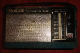 CHENGJIANG   7---TRANSISTOR    RADIO     长江715.A收音机【品相以图为准】前绿后黄色盒子
