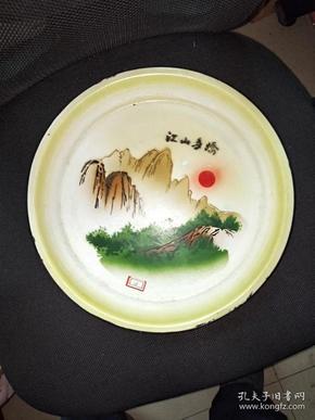 18号红色收藏搪瓷盘32/32Cm。品相如图包老包真原汁原味很有收藏价值。