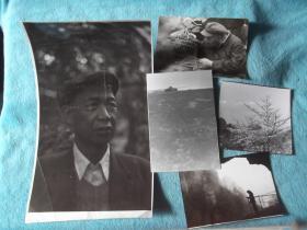 两张人物照,三张风景照。其中一帧为民俗逗鸟、遛鸟。北京。另一张人物照很大。五张合售,尺寸不一。