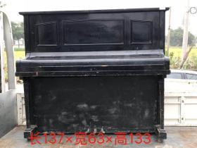 民国时期外国教堂里边用的.老柚木红木键盘.英国进口钢琴一架.造型优美,能正常使用